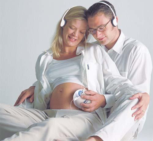 孕早期孕妇保持愉快心情是胎教的关键