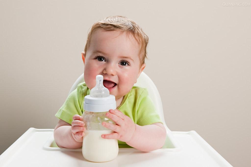 宝宝为什么会吐奶?婴儿吐奶的原因有哪些
