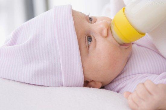 新生儿如何人工喂养?