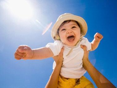 1岁前宝宝会有哪些反射性动作?