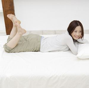 床上简单动作减肥塑身(早上起床和晚上睡前)