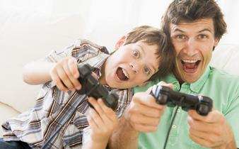和孩子玩游戏时应该故意让孩子赢吗?
