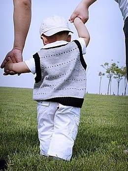 宝宝学走路穿什么鞋子好?