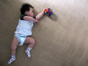 宝宝睡觉会流很多汗是怎么回事?怎么办