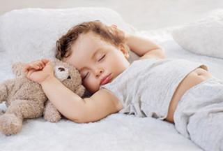 宝宝喜欢横着睡觉是怎么回事?怎么办