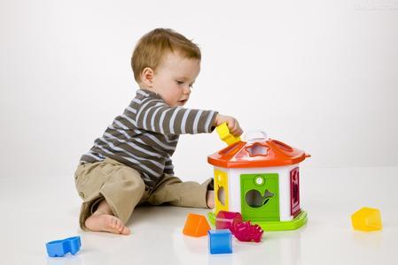 孩子带着零食和玩具去幼儿园好不好?