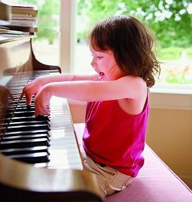什么时候让孩子学钢琴好?应注意什么