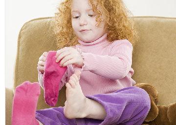 宝宝不爱穿新衣服、新鞋子怎么办