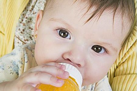 如何为宝宝DIY果汁?8种鲜榨果汁制作方法