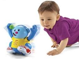 为什么宝宝突然害怕一个动物玩具?怎么办?