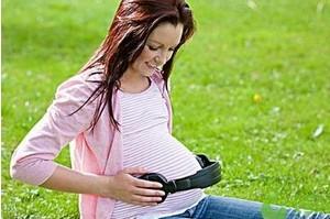 孕中期逆时针抚摸胎宝宝 让宝宝更聪明