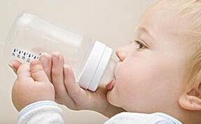 5大妙招让宝宝完全接受奶瓶