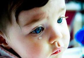 宝宝为什么哭泣?正确抱宝宝方法介绍