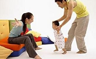 妈妈须知:不要让孩子太早学走路