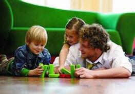 怎么给孩子挑选适合的早教班?