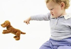 宝宝喜欢乱扔东西怎么办?