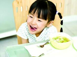 小孩子喜欢边吃饭边喝汤,这个习惯好吗?