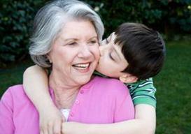 家里老人娇惯孩子怎么办?父母如何处理?