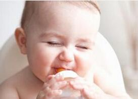 4岁宝宝还用奶瓶喝奶好不好?怎么办?
