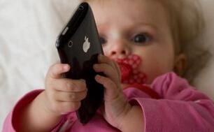 4岁孩子喜欢玩手机游戏怎么办?