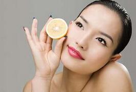坐月子可以用护肤品吗?产后用护肤品应注意什么