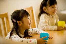 孩子在幼儿园喜欢攀比正常吗?家长应该如何教育孩子