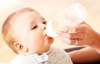 """从新生儿表情看宝宝想说什么?解析婴儿表情""""含义""""-2"""