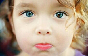 为什么3岁宝宝老是眨眼睛?3岁宝宝频繁眨眼怎么办