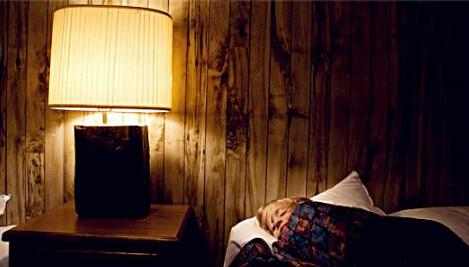 新生儿睡觉不关灯好吗?睡觉不关灯对宝宝有什么危害