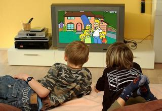 爸爸妈妈与孩子交流,请先关掉电视!