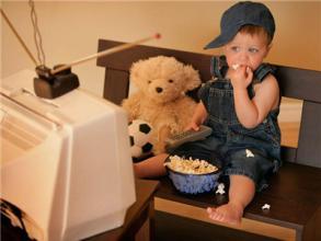 """如何让孩子正确看电视?戒掉家里的""""电视宝宝"""""""