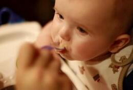 给孩子断奶时,断奶涨奶有硬块怎么办?