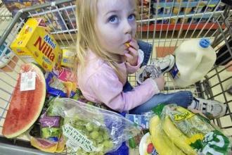 爸爸妈妈需留意的7种超市危险食物!孩子常吃不好哦