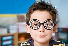 怎么区分孩子是假性近视还是真性近视?