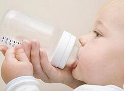 兔唇宝宝应该如何喂养?兔唇宝宝喂奶方法
