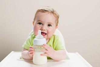 怎样给宝宝选奶粉?洋奶粉就一定好吗?