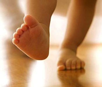 如何引导宝宝学走路?怎样正确教宝宝学走路