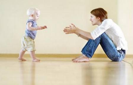 宝宝多大学走路好?训练宝宝走路的注意事项