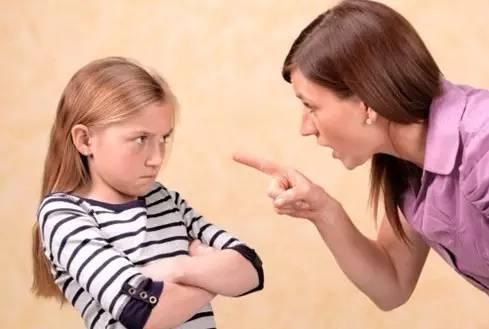 小孩动不动就发脾气的原因?孩子一不满意就发脾气怎么办