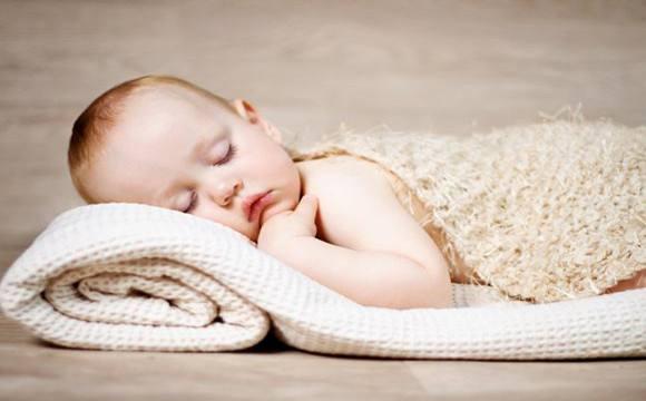 婴儿睡姿不当可致猝死?如何预防婴儿猝死