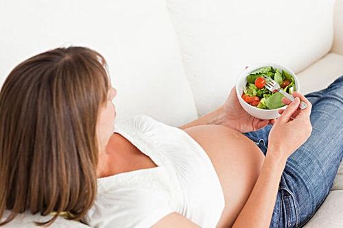 怀孕两个月孕妇嘴里苦是怎么回事?怀孕嘴里很苦怎么办