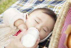 46天宝宝因呛奶死亡!你知道呛奶的正确处理方法吗?