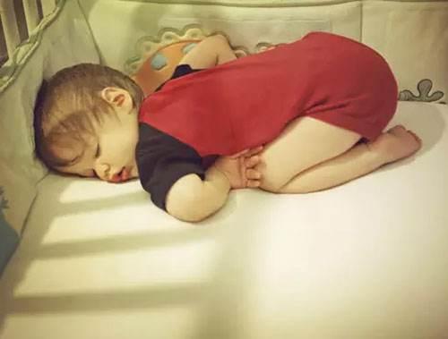 孩子晚上开灯睡觉好吗?晚上开灯睡觉对孩子有什么危害?