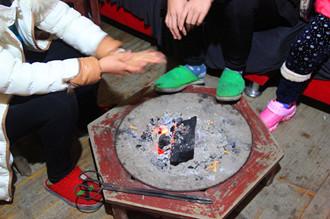 孕妇可以用炭火取暖吗?怀孕烧炭火取暖对胎儿有什么影响