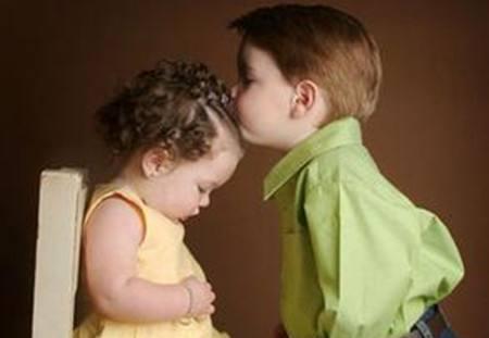 为什么有些孩子早熟?小孩子思想早熟怎么办?