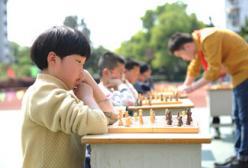 孩子学围棋好还是国际象棋好?孩子学棋的好处是什么