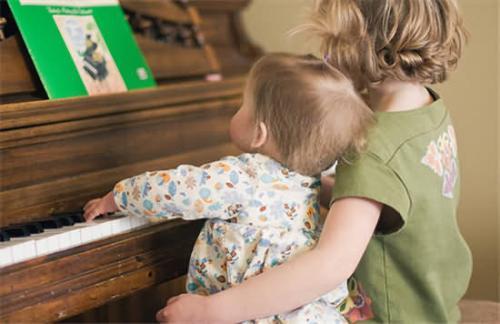 为什么要让孩子学音乐?孩子音乐入门选哪种乐器好