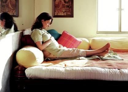 见红保胎需要卧床多久?见红保胎采用什么样的睡姿