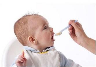 给宝宝喂药的几种技巧和误区