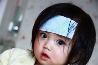 宝宝贴退热贴有副作用吗?宝宝发烧多少度可以用退热贴